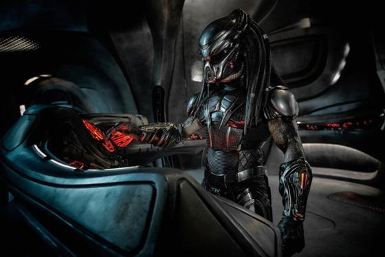 Poster plin de cranii pentru noul film Predator