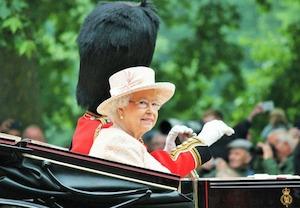Filmul preferat al Reginei Elisabeta a II-a. Îl urmărește în fiecare an de Crăciun, împreună cu...